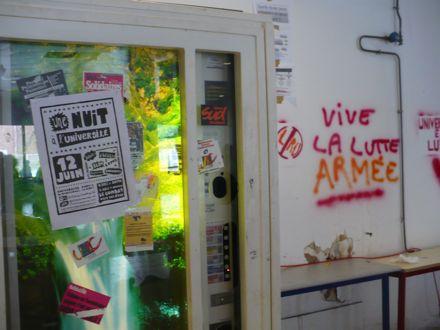 paris8 vending machine graffiti